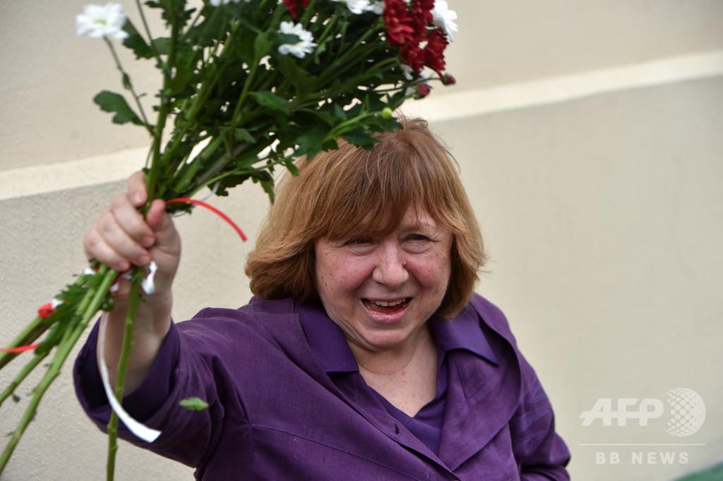 反政権派ノーベル賞作家、ベラルーシ出国 治療のためと友人