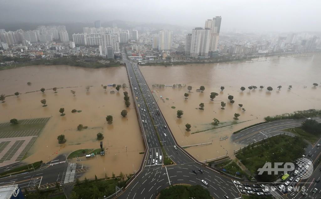 台風10号、韓国に上陸 九州で1人死亡、4人安否不明