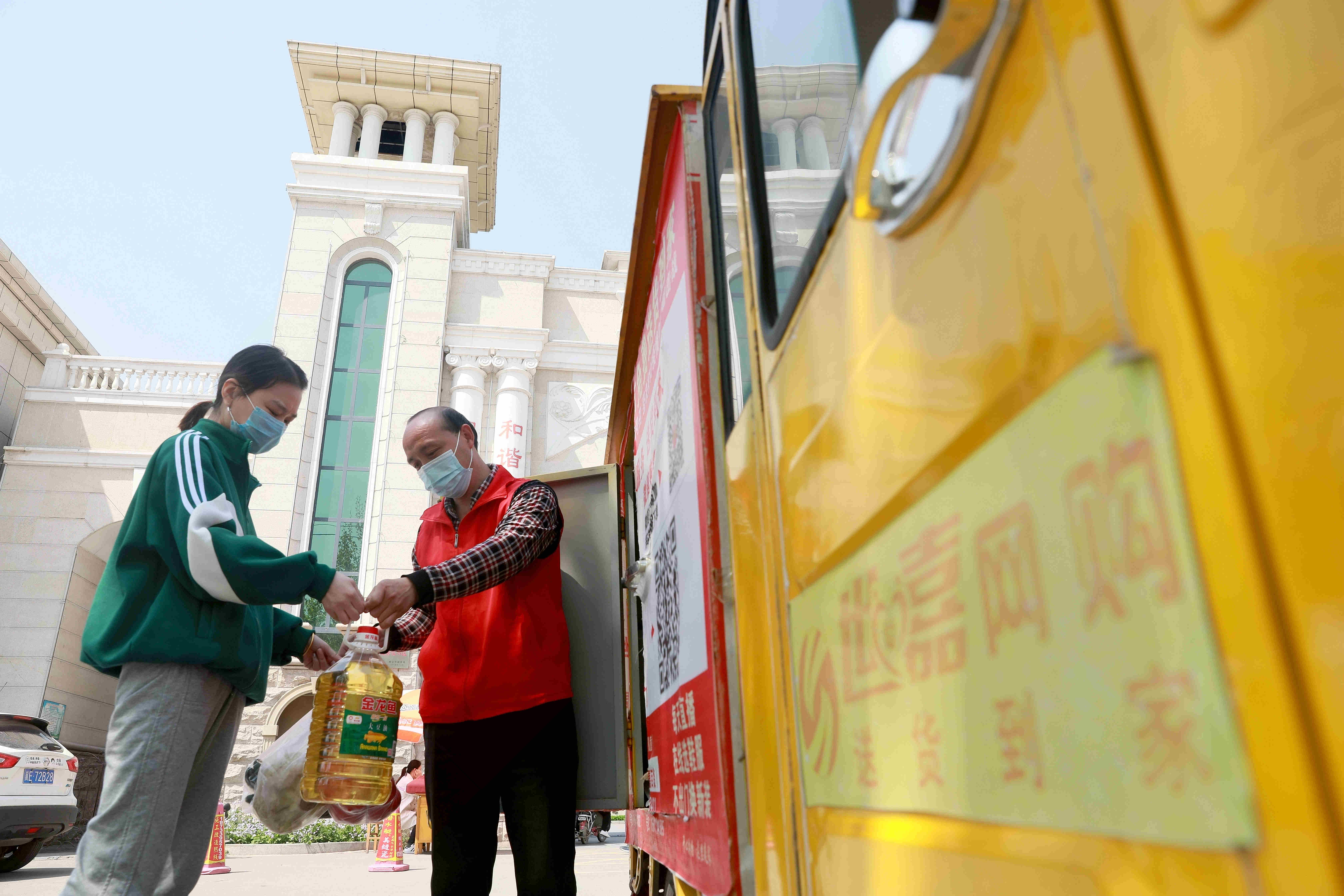 中国人社部、人手不足の100職種ランキング発表 トップは販売員