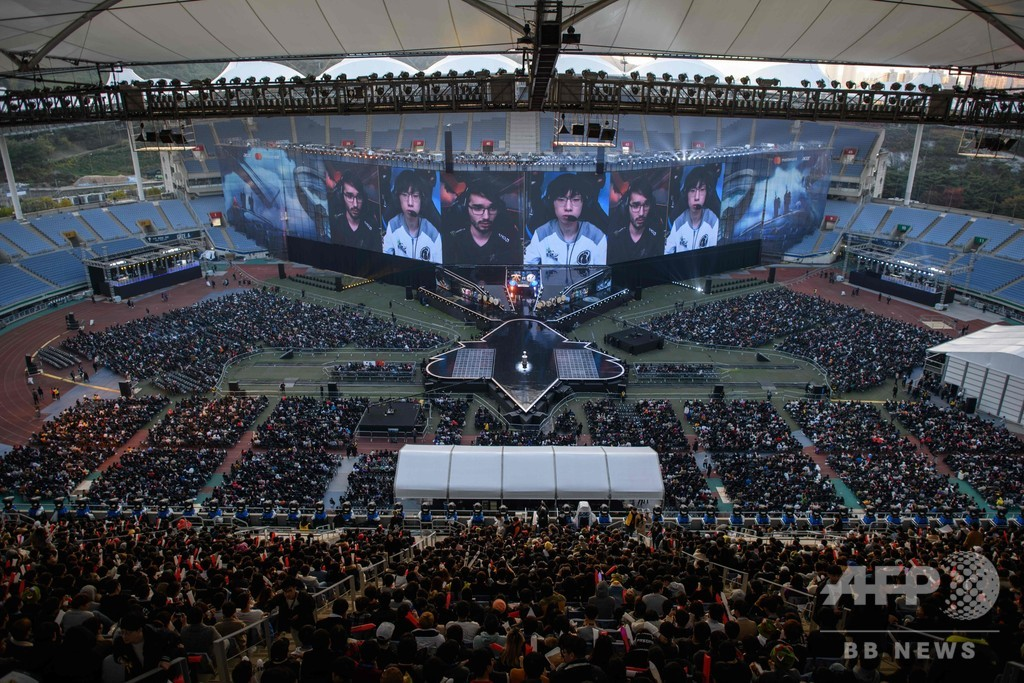 韓国で「リーグ・オブ・レジェンド」世界大会の決勝戦、ファン数万人が集結