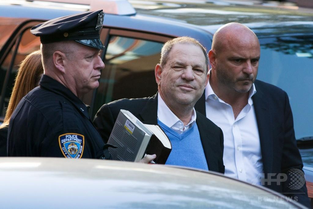 ワインスタイン氏、米NYの警察に出頭