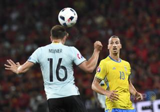 サッカーのヘディング、脳の機能や記憶力に大きく影響 英研究
