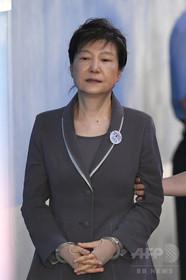 韓国の保守系野党、朴前大統領を除名 汚職問題から距離置く