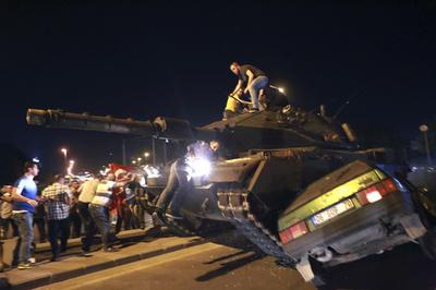 トルコ当局、ギュレン師支持者一斉拘束 対象1112人 警察副署長も130人