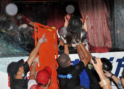 マニラのバス乗っ取り、人質8人死亡 犯人射殺