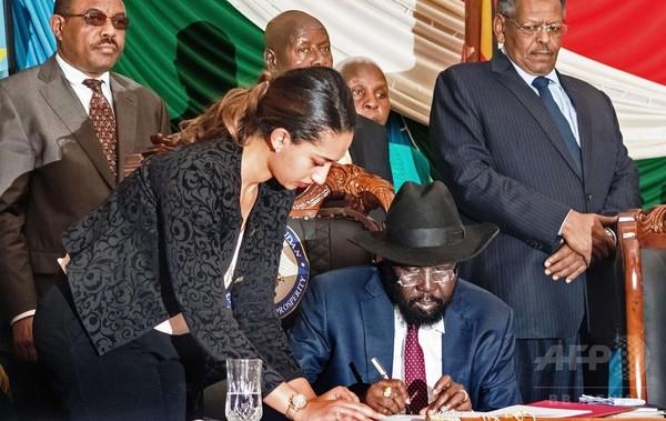 南スーダン内戦、大統領が和平協定に「条件付き」署名