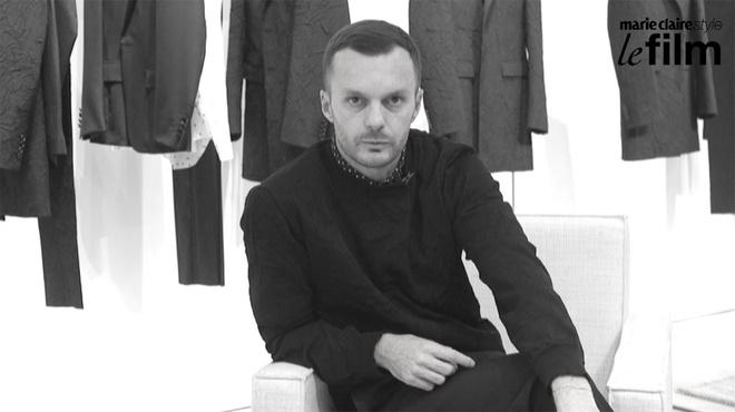動画インタビュー:「ディオール オム」クリエイティブ ディレクター、クリス・ヴァン・アッシュ