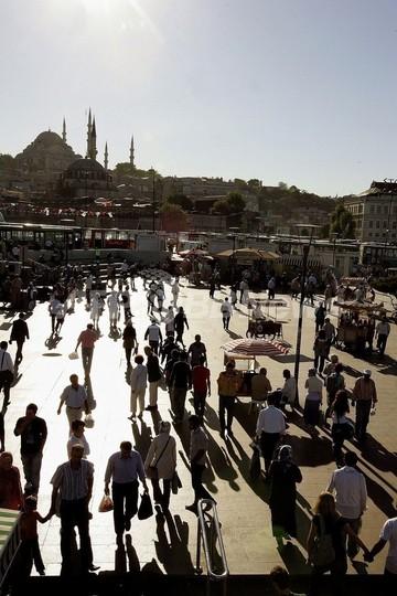 断食月はダイエットパッチで乗り切れ、トルコのイスラム教徒ら現代的試み
