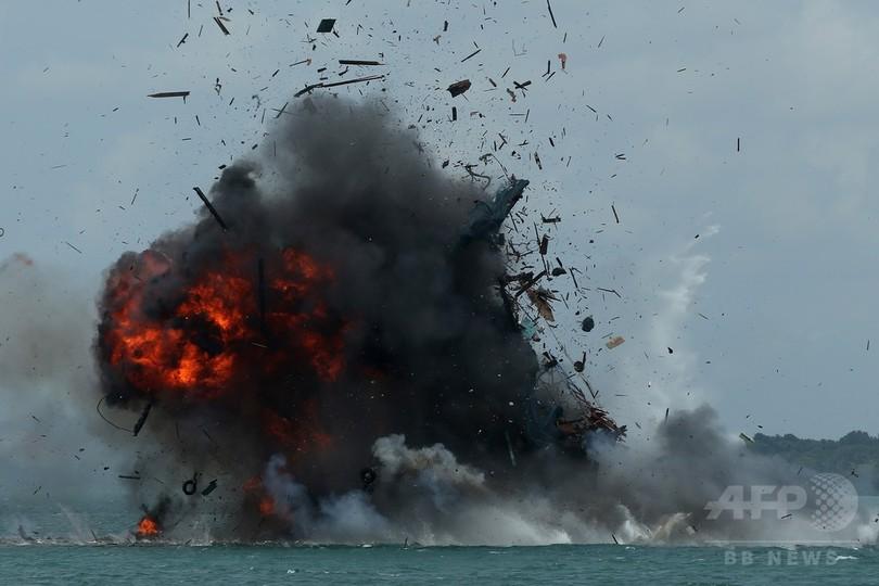 違法外国漁船27隻を爆破処分、イ...