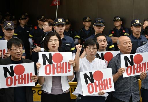 怒れる韓国市民、ホワイト国除外で日本非難 「経済的侵略だ」