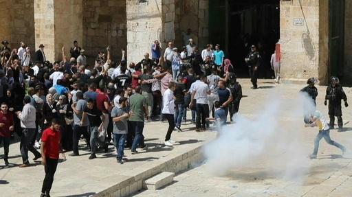 動画:エルサレム聖地でイスラエル治安部隊とパレスチナ人ら衝突、祝日重なり緊張高まる