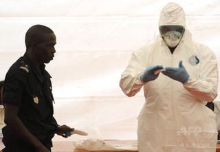 エボラ熱、セネガルが国境封鎖 リベリアでは火葬追い付かず