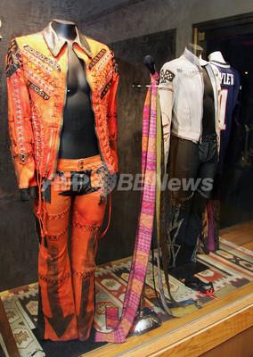歌手のステージ衣装展示会開催、スティーヴン・タイラーら著名人来場 - 米国