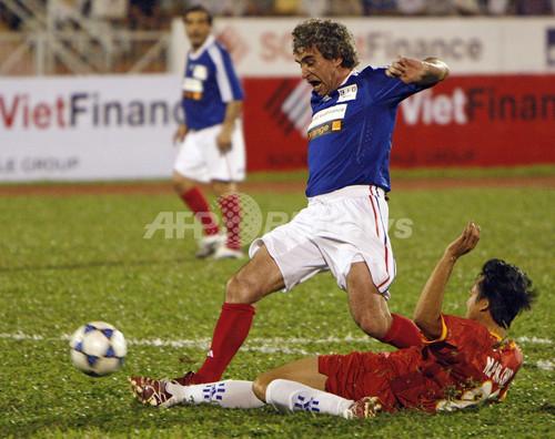 カランブー氏がベトナムで親善試合に出場