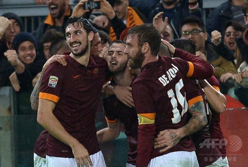ローマがインテルとの打ち合い制す、マンチーニ監督に退席処分