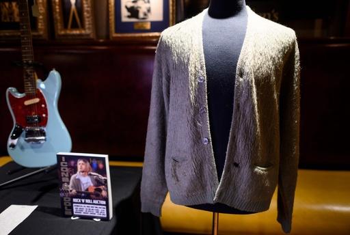 カート・コバーン、MTVアンプラグドで着用のカーディガンが競売に 高まるロックへの投機熱