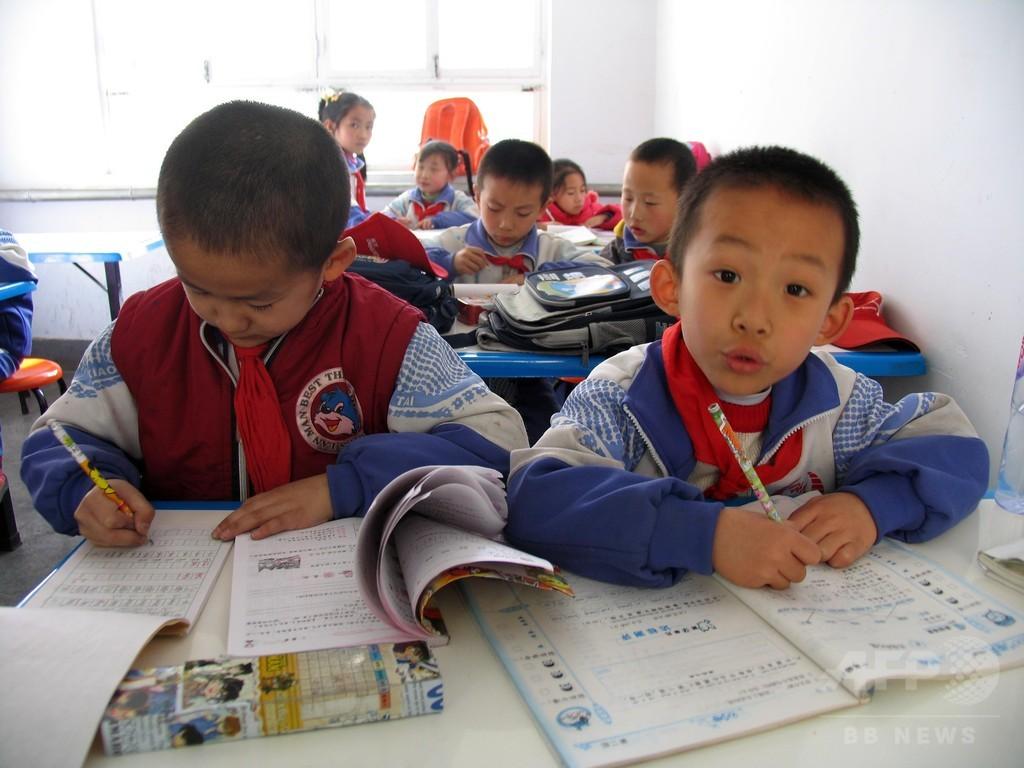 保護者による子どもの宿題チェック廃止、「賛成」が大半 中国の調査