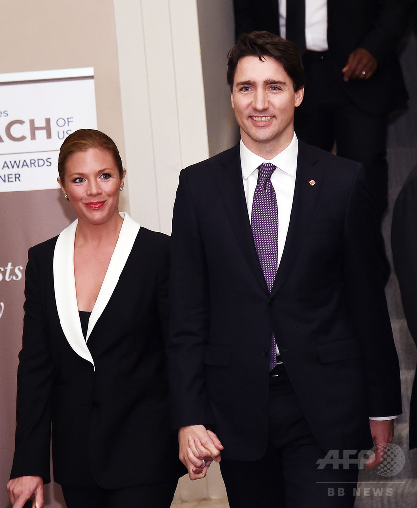 カナダの「イケメン首相」、日本でフィーバー