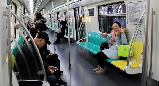 電車内でのマナー違反者はブラックリスト入り 北京、車内での飲食など