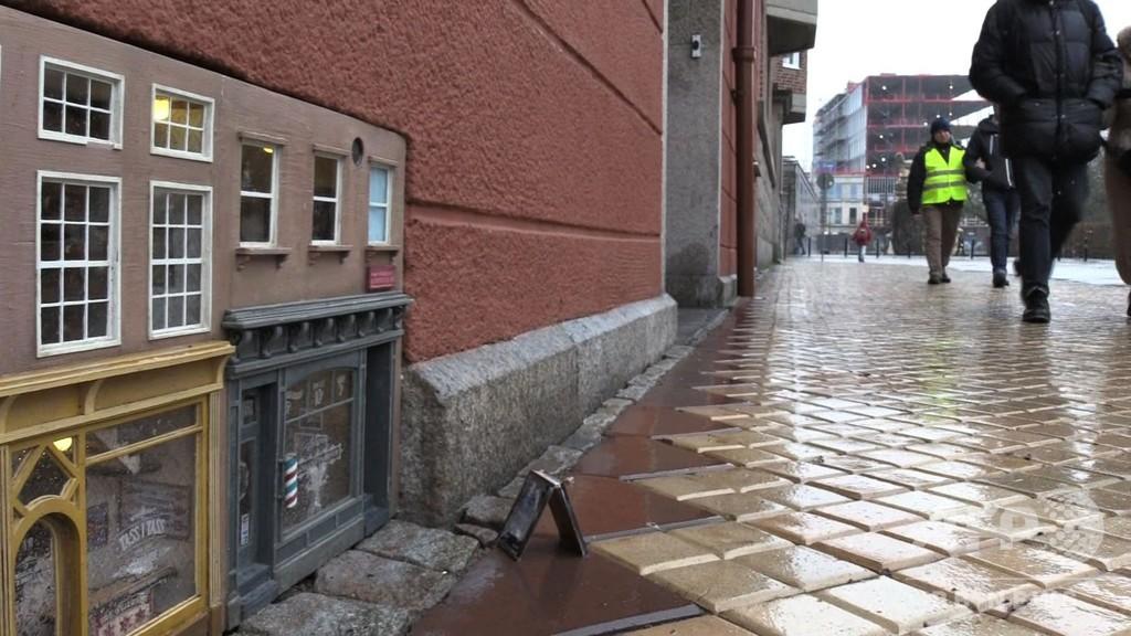 道端に「ネズミ御用達」のミニチュア店舗出現、人気スポットに スウェーデン