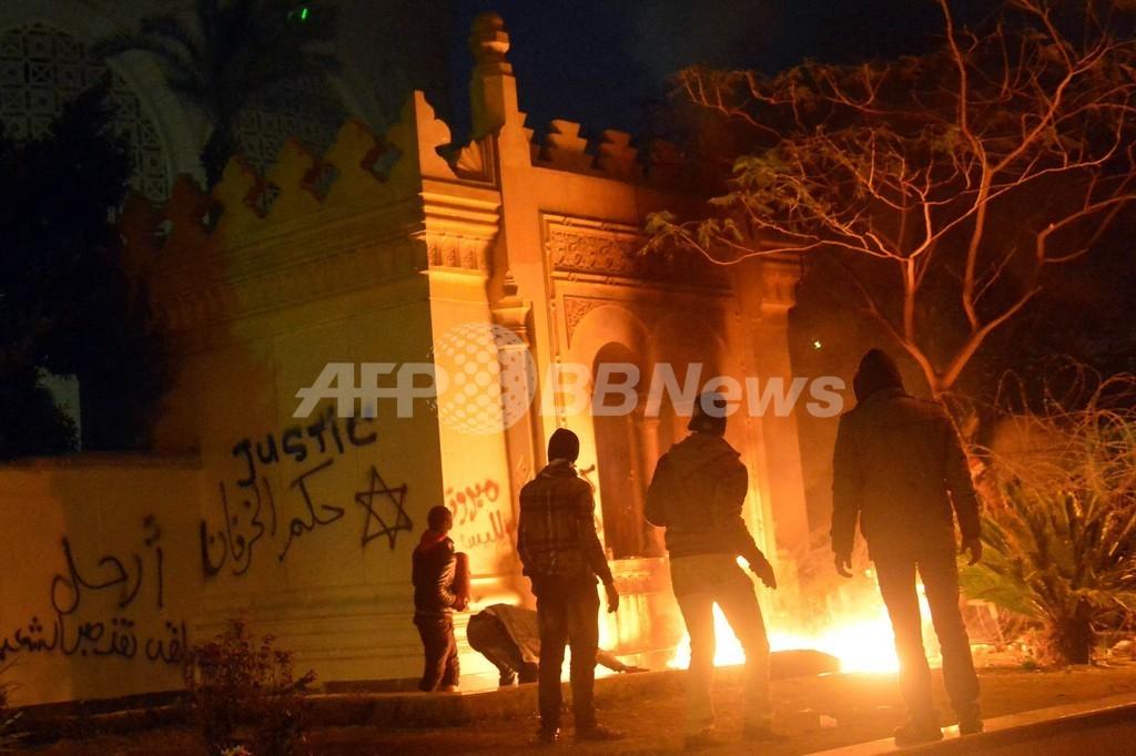 デモ隊が大統領府に火炎瓶 1人死亡 エジプト