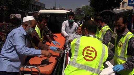 動画:アフガン首都で車爆弾攻撃、6人死亡 子ども50人含む116人負傷
