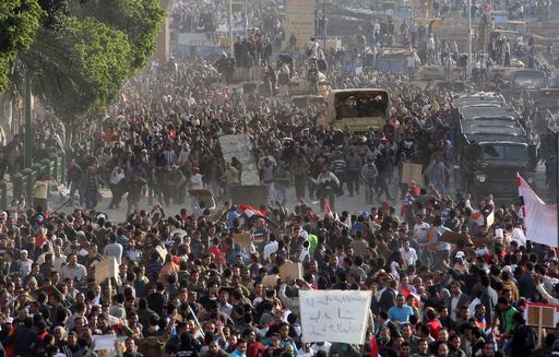 カイロで反政府派に大統領派が発砲、4人死亡 エジプト