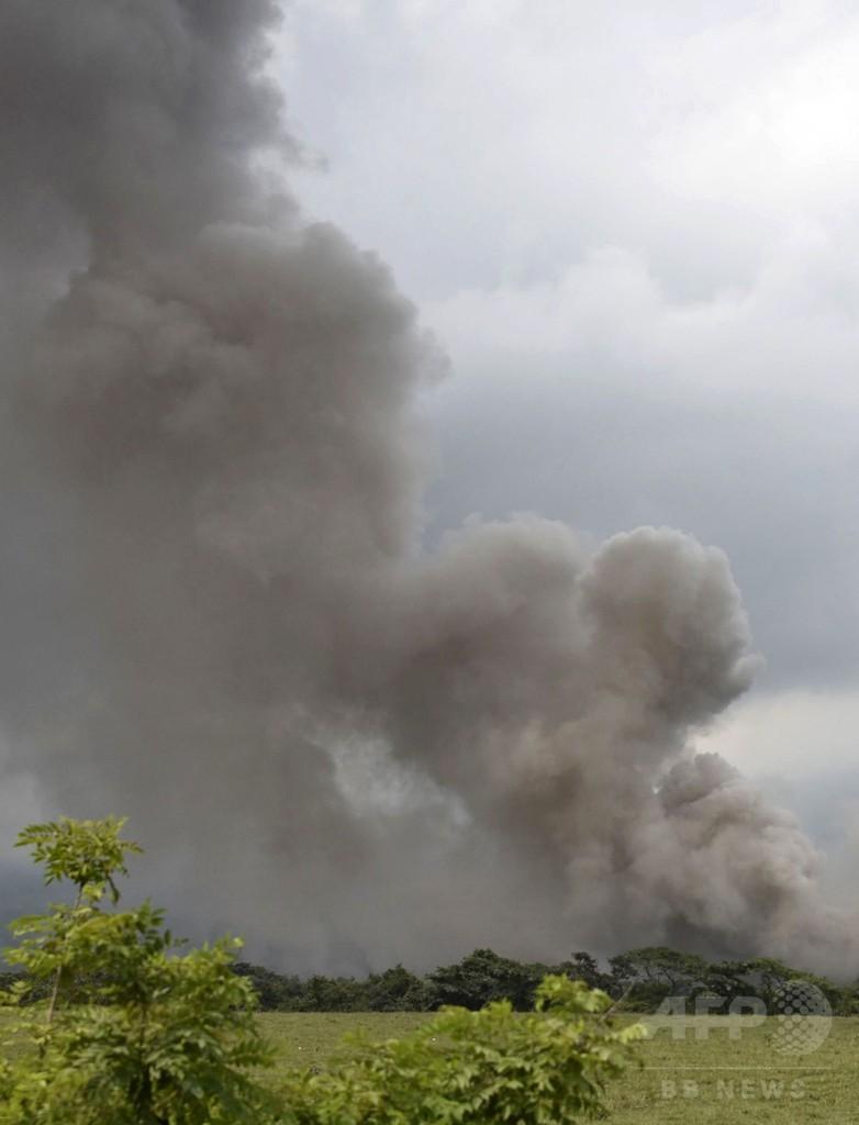 グアテマラ火山噴火、192人が行方不明 死者73人に