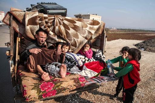 シリア・イドリブで政府軍攻勢、避難民急増 ロシア空爆で民間人9人死亡