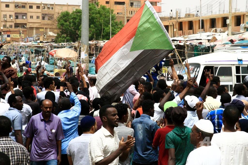 スーダン軍事評議会、クーデター未遂で将校ら16人逮捕 首謀者を捜索