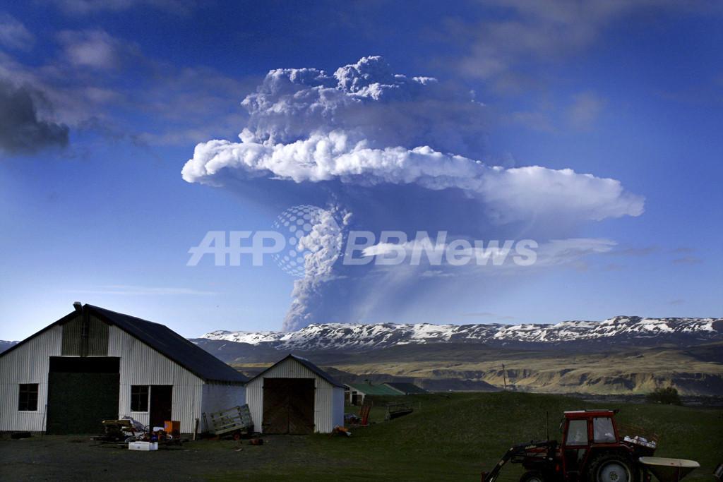 アイスランドで最も活発な火山が噴火、同国最大の国際空港が閉鎖