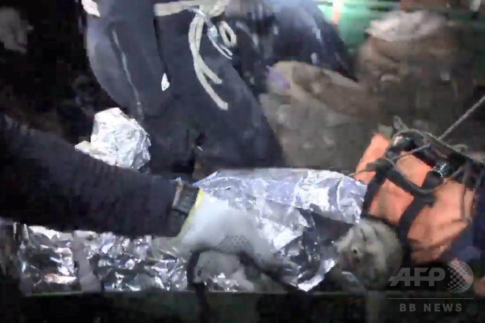 【タイ洞窟、救出劇の映像初公開】 少年らは「眠った」状態で搬送 YouTube動画>1本 ->画像>16枚