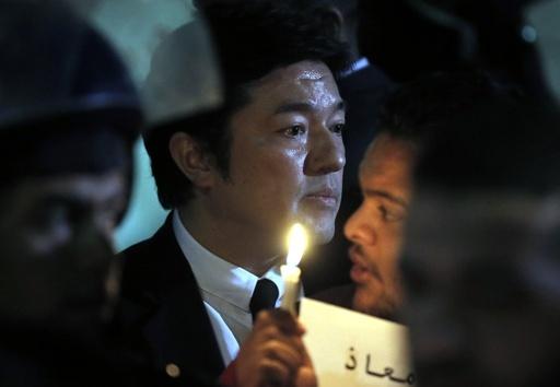 ヨルダン住民が後藤さんら追悼集会、ろうそく持ち大使館前に