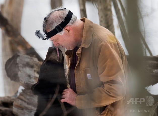 親を失った子グマを保護し野生に返す、クマに人生ささげた米男性