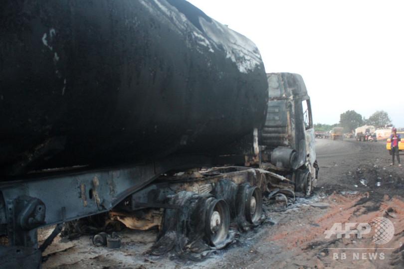 石油タンクローリーが車に衝突し炎上、39人死亡 コンゴ