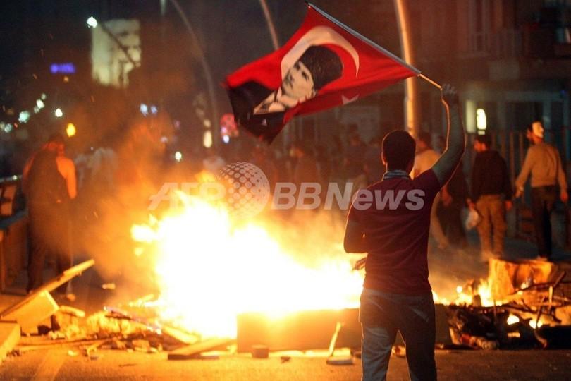 トルコ反政府デモで男性が撃たれ死亡、全土の死者2人に 現地報道