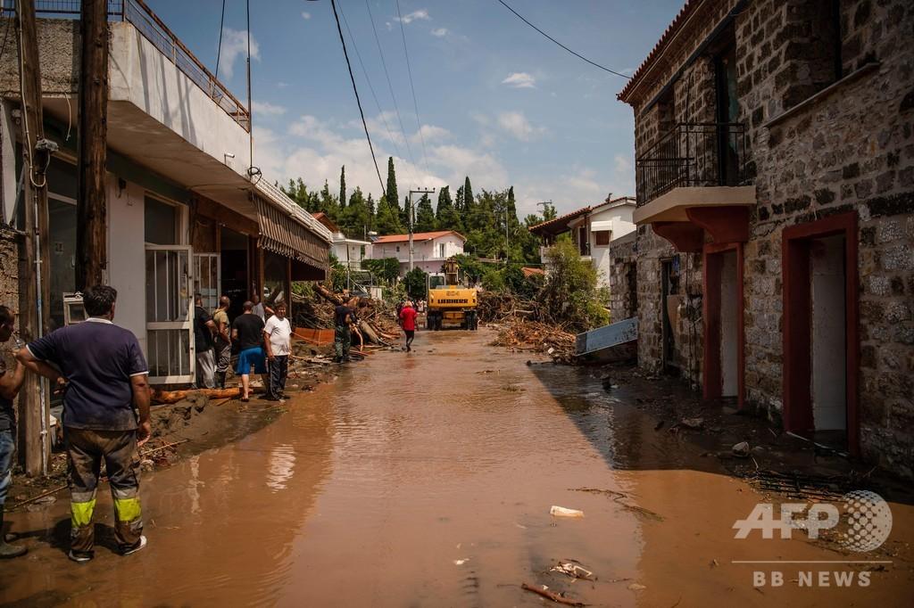 ギリシャ・エビア島で洪水、乳児を含む7人死亡