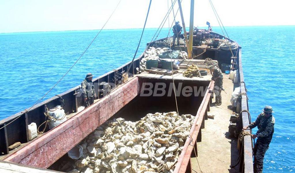 南シナ海でフィリピン艦船と中国監視船が5日間にらみ合い