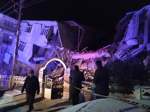 トルコ東部でM6.8の地震 6人死亡、建物倒壊