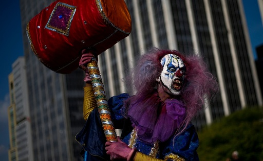 ブラジルにゾンビ大集合! 「死者の日」恒例イベント