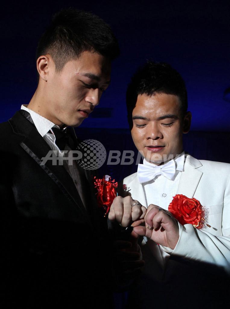 中国の男性カップルが公開挙式、福建省