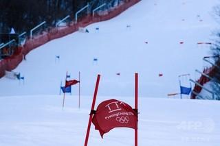 eaad9f1a35 【2月14日 AFP】国際スキー連盟( FIS )は14日、同日行われる 平昌冬季五輪 のアルペンスキー 女子回転の開始時間を、強風のため遅らせると発表した。