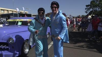 動画:クレイジーなフェスで町おこし プレスリー祭で田舎に人とお金が集まった 豪