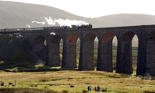蒸気機関車が最高時速100マイルを記録、約50年ぶり 英