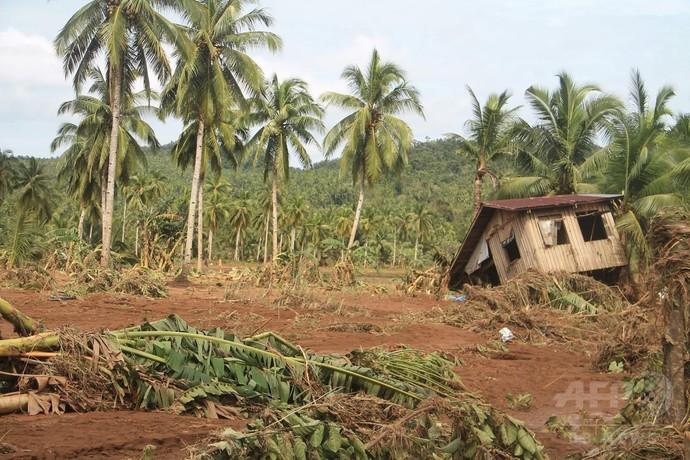 台風26号の影響で土砂崩れ、26人死亡 フィリピン