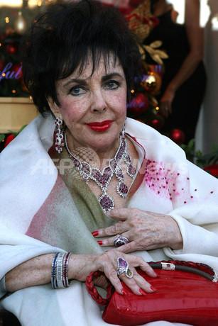 エリザベス・テイラーの宝飾ブランド、ホリデー・コレクションを発表
