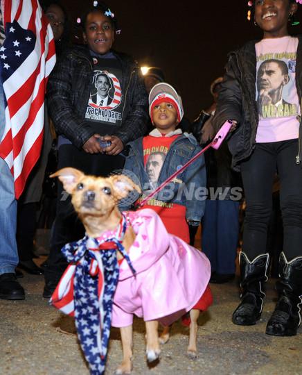 オバマ氏勝利でシャンゼリゼ通りにも歓喜の声