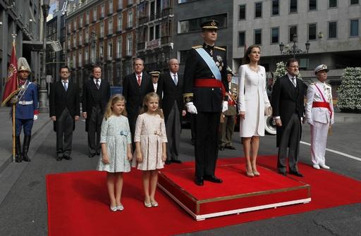 新国王フェリペ6世、戴冠式で即位の宣誓 スペイン