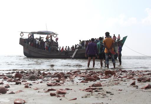 バングラのロヒンギャ難民、20年前に出現した島への移住に一部が同意