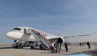 機内で夫の不倫に気付く、女性が暴れて緊急着陸 カタール航空